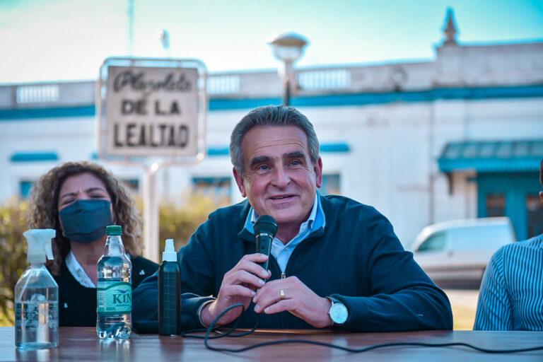 """Rossi en campaña: """"Macri es el pasado y al pasado no se vuelve"""""""